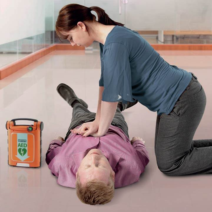 Basic life support and safe use of an AED