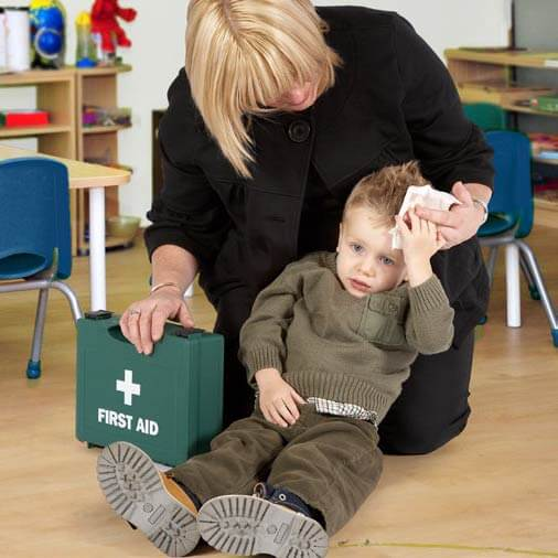 Paediatric first aid - helping a child with a head injury